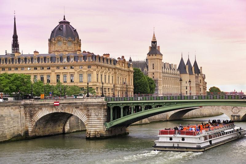 Bateau-Mouche - Lugarese atrações em Paris