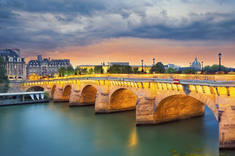 Ponte Neuf- Lugares e atrações em Paris