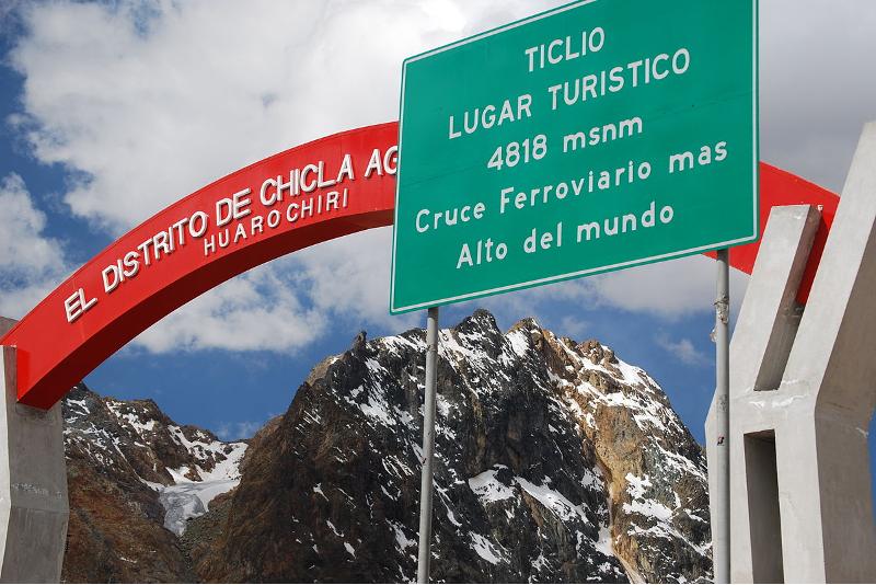 Frontière Ticlio Pass au Pérou - 14 Road Trips Extraordinaires à ne pas Rater