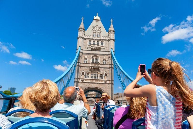London hop-on-hop-off bus tour