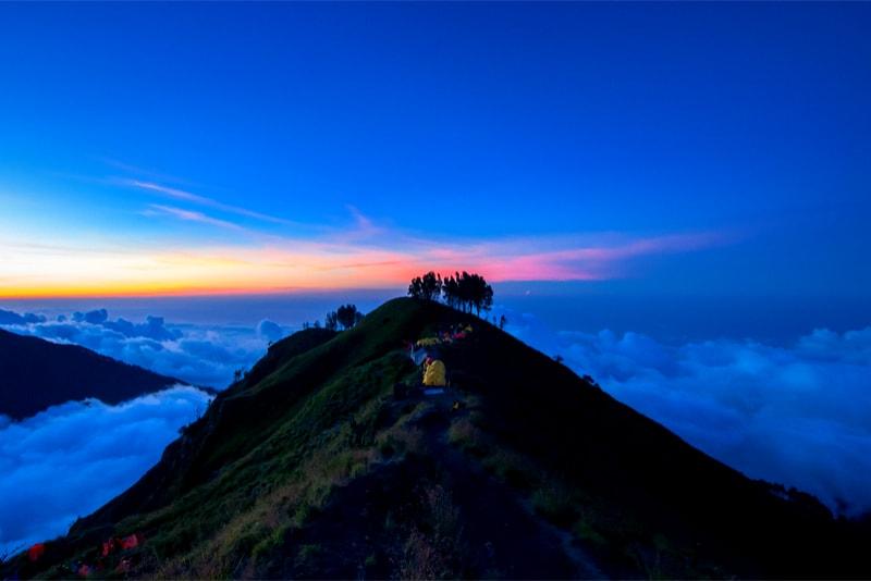 Tentes sur le Mont Rinjani - 14 Treks Sensationnels dont vous n'avez Sûrement Jamais Entendu Parler