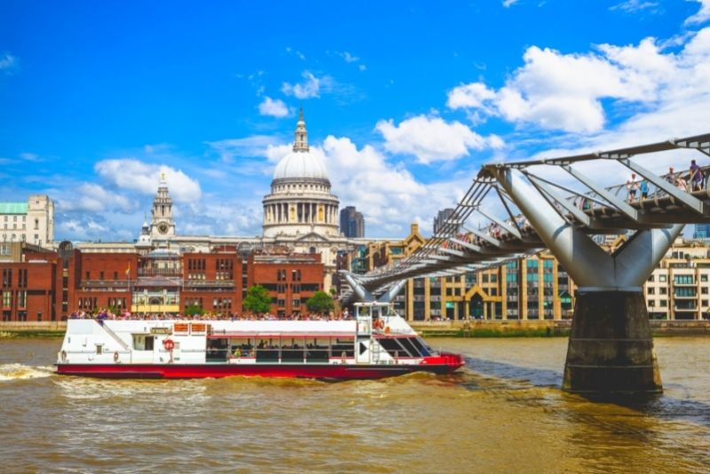 Thames sightseeing cruise