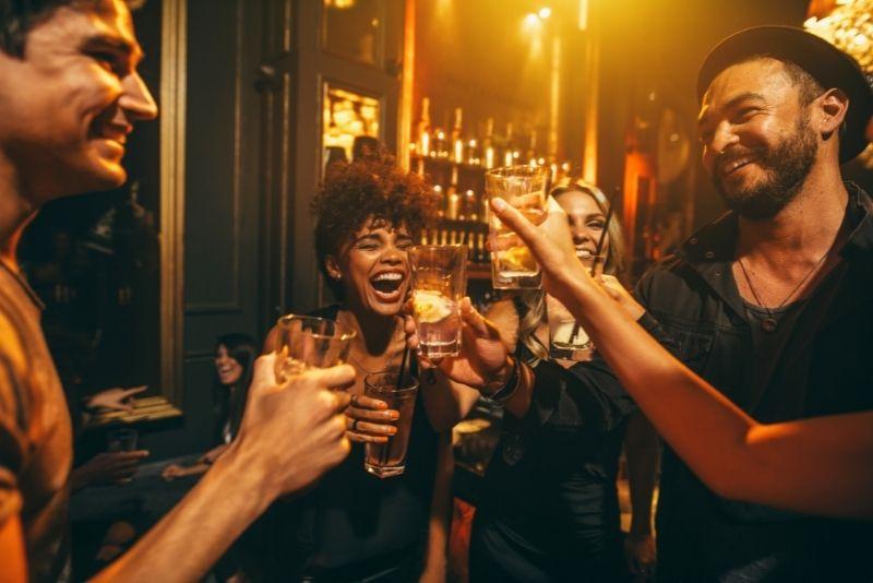 pub crawl in London