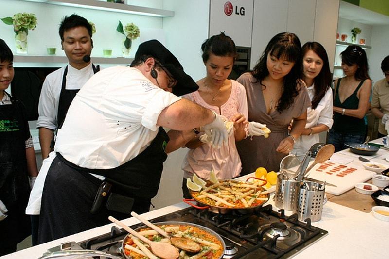 Cucinare la paella - Cose da Fare a Barcellona