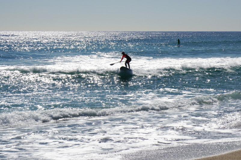 Paddle sur les plages de la Barceloneta - Choses à Faire à Barcelone