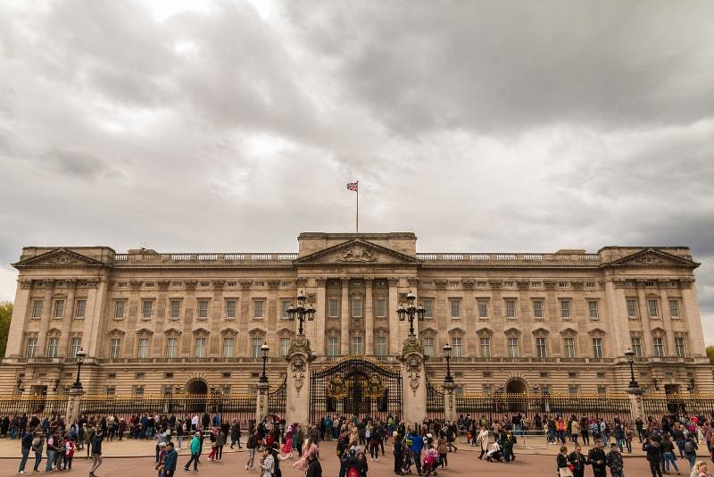 Buckingham Palace in London - Bucket List ideas