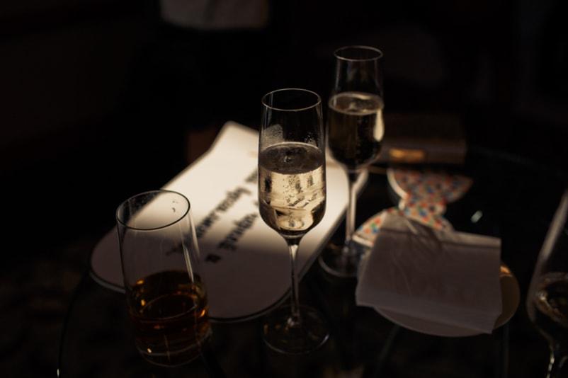 Diner dans le restaurant Dans Le Noir - Choses à Faire à Barcelone