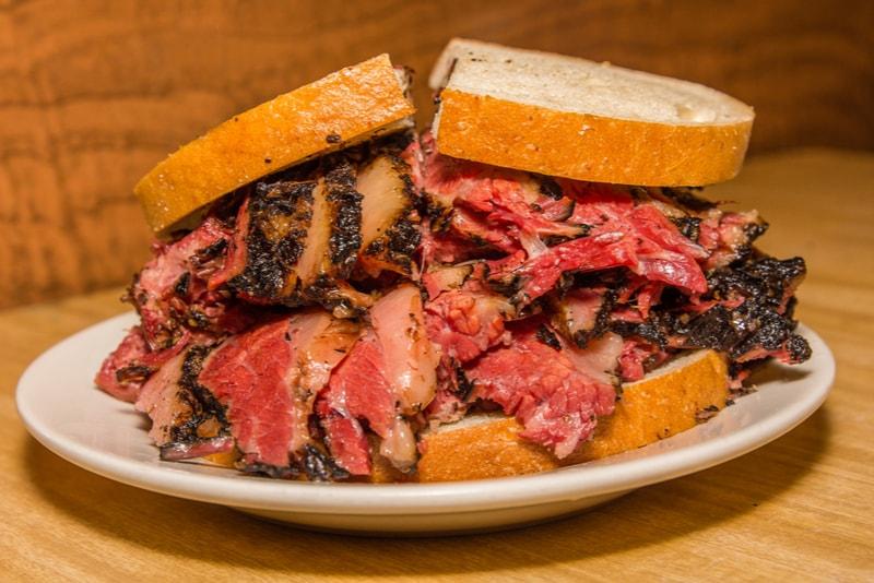 Sandwich Pastrami - Choses à faire à New York