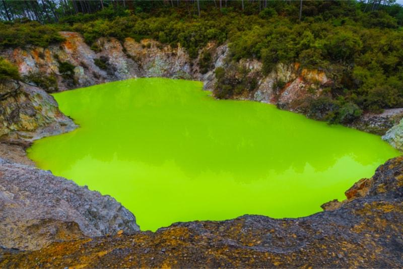 Wai-o-Tapu devil bath - Fun things to do in New Zealand