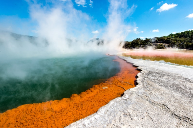 The geysers at the Wai-o-Tapu - what to do in New Zealand