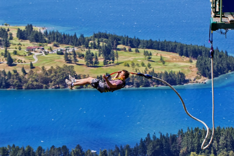 Bungee jumping - Fun things to do in New Zealand