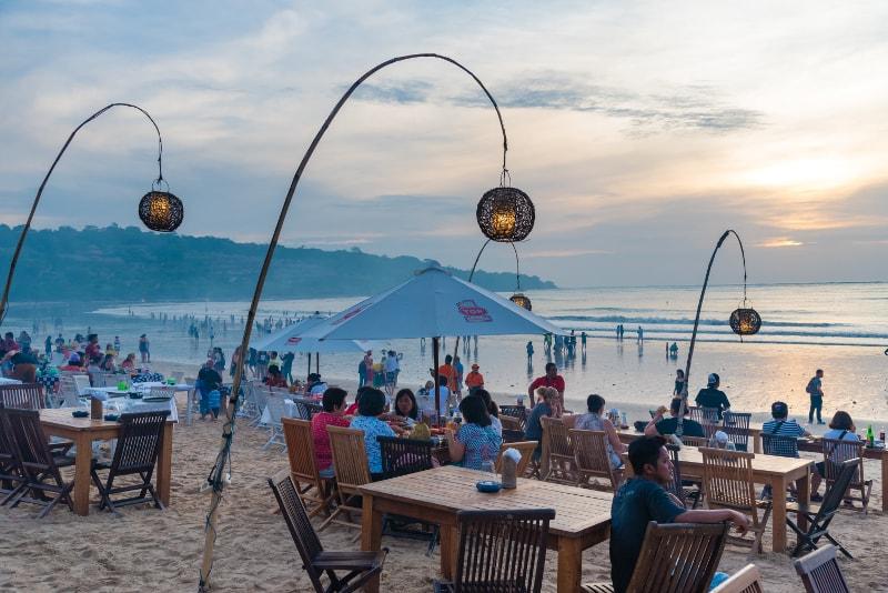 Praia de Jimbaran - coisas para fazer em bali
