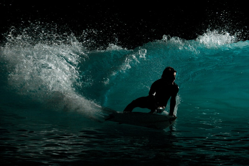 Surf à noite - coisas para fazer em bali