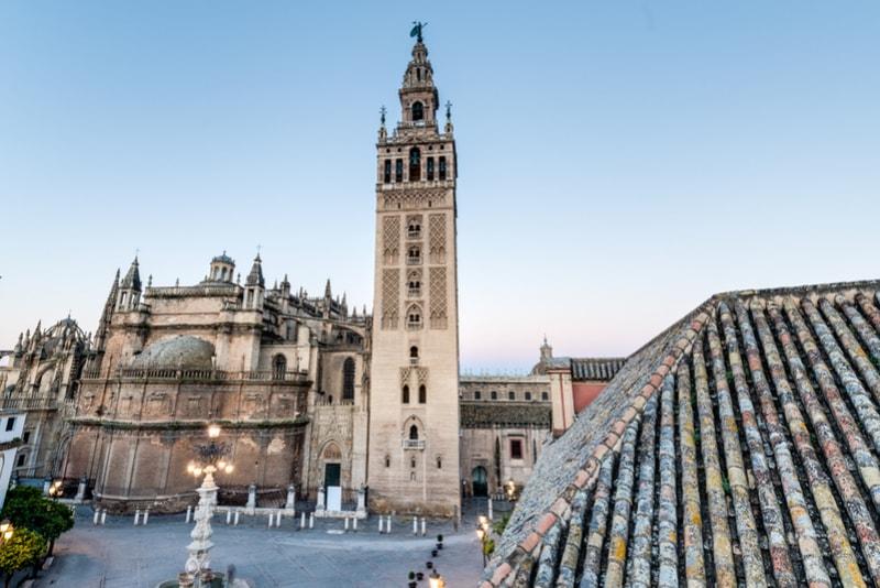 Giralda Turm - Sehenswürdigkeiten in Sevilla