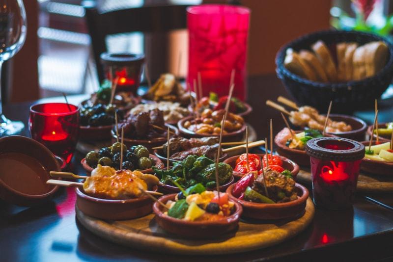 Tapas-Essen - Sehenswürdigkeiten in Sevilla