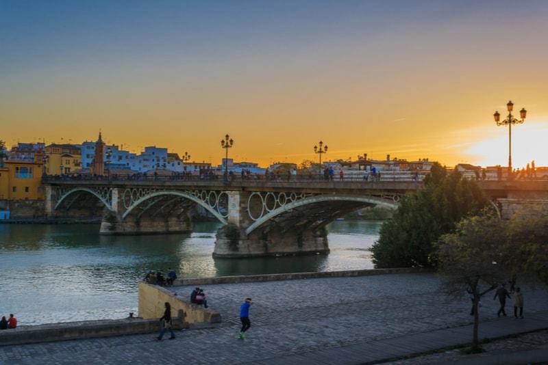 Triana-Brücke - Sehenswürdigkeiten in Sevilla