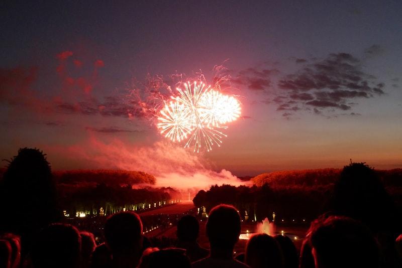 Spettacolo notturno di Versailles con fuochi d'artificio