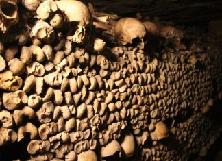 catacombs paris wall