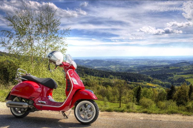Vespa - Tuscany wine tours