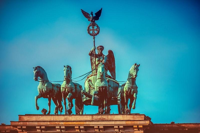 Statue Porte de Brandebourg - Berlin Tours – 13 Visites Incontournables