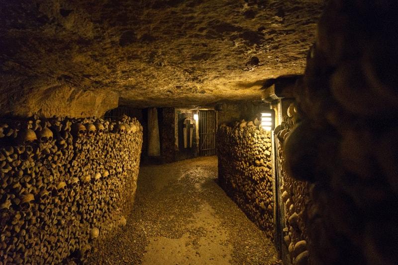 catacombs paris tunnel
