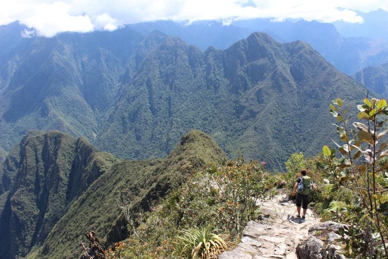 Trilha de trekking em Machu Picchu