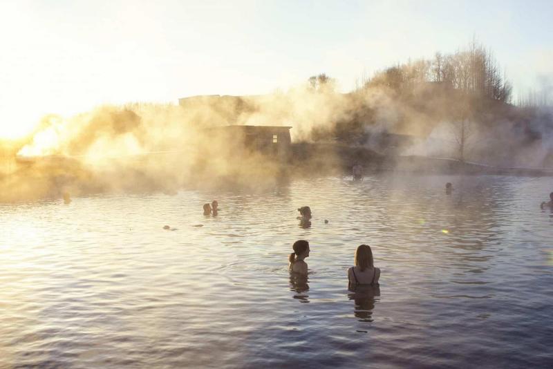 Secret Lagoon - Excursions Pour Voir les Aurores Boréales en Islande