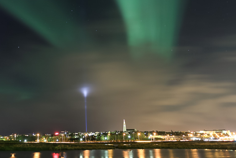 Nothern Lights Tour with Image Peace Tower on Videy Island