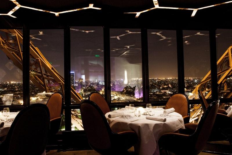 Cena alla torre Eiffel
