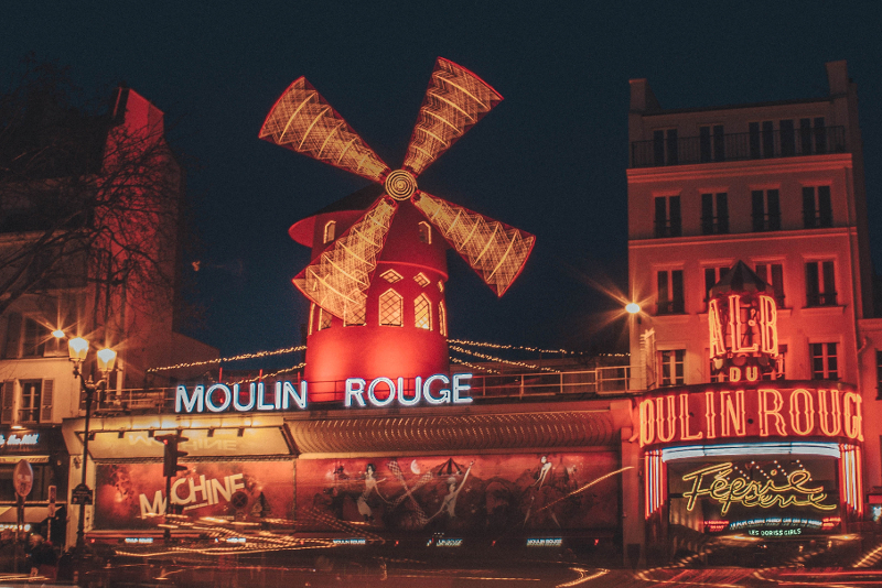 Eiffel Tower guided tour + Moulin Rouge show