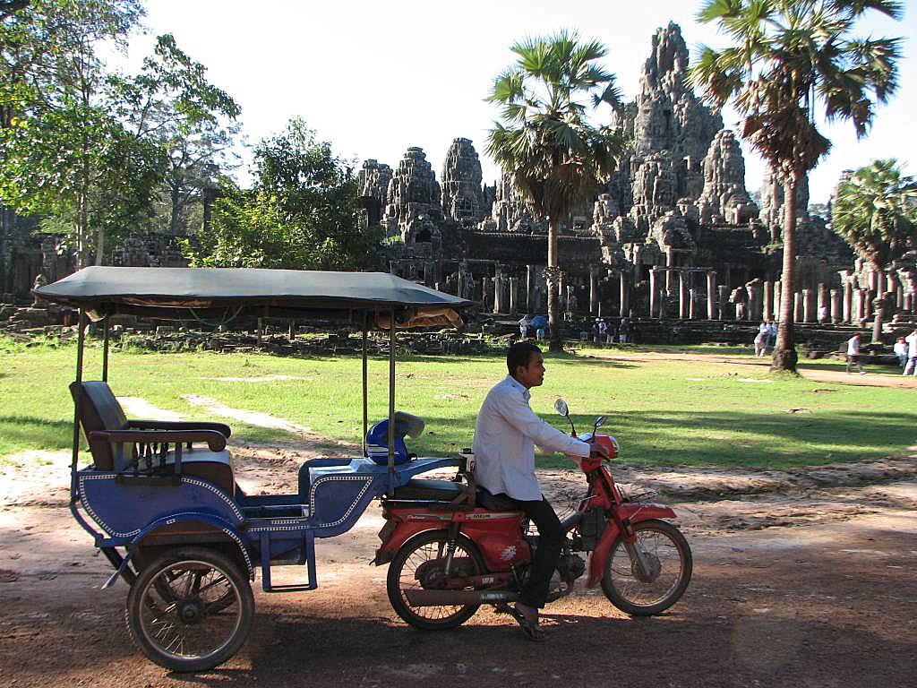 Tuk Tuk tour Angkor temples - Angkor temples tours