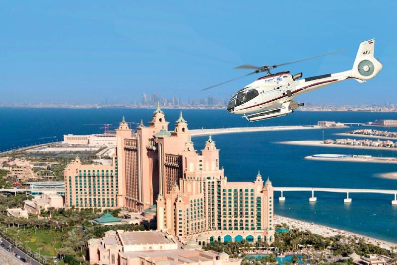 Elicottero sull'Atlantis Hotel