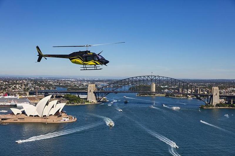 Helicóptero sobre o porto de Sindney
