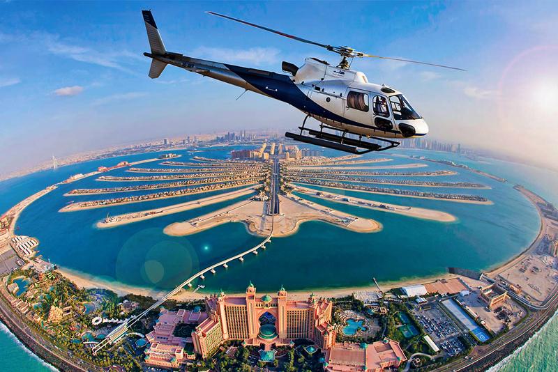 Elicottero sulle spiagge di Dubai