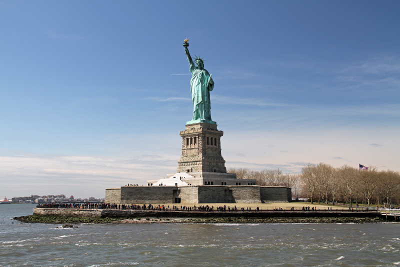 Vista della Statua della Libertà da un traghetto