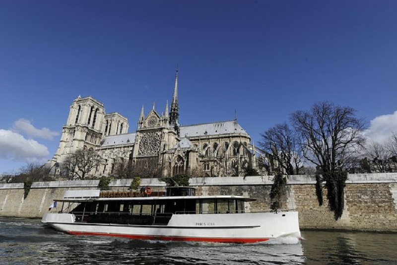 Vedette Du Pont Neuf Seine river cruises