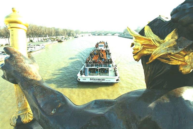 Bateaux Mouches Flusskreuzfahrt in Paris