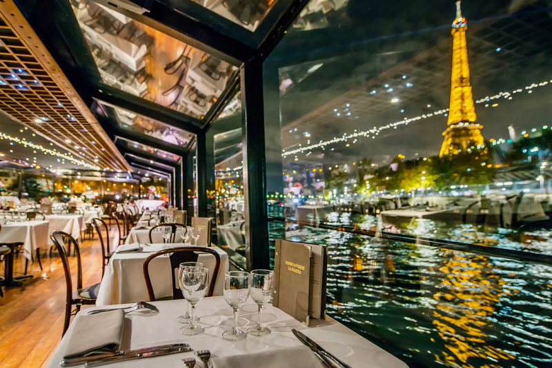 Seine river cruise dinners