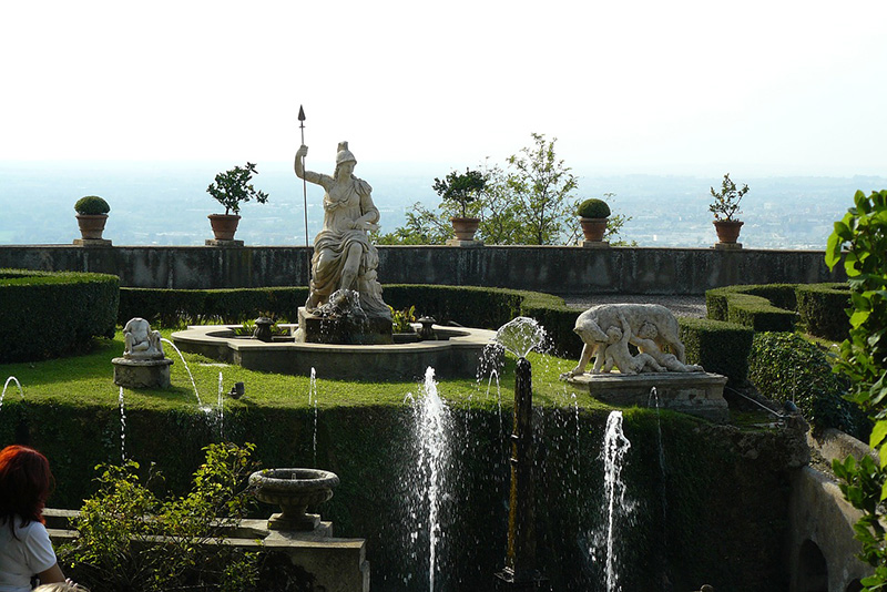 Roman statue - Villa d'Este (Tivoli) Tours from Rome