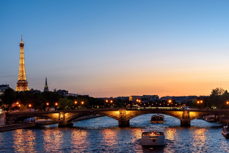 Seine river cruises by night