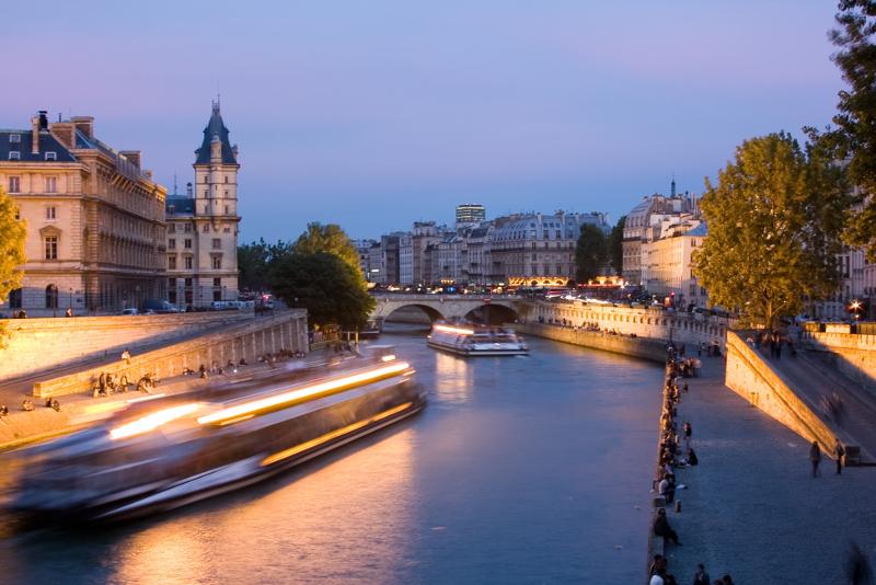 sightseeing Seine river cruise