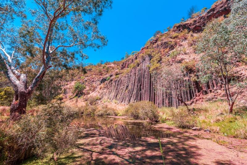Excursiones de un día al Parque Nacional Organ Pipes desde Melbourne