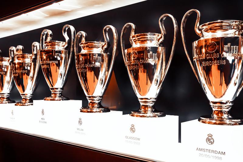 Sala de los trofeos del estadio Santiago Bernabéu.