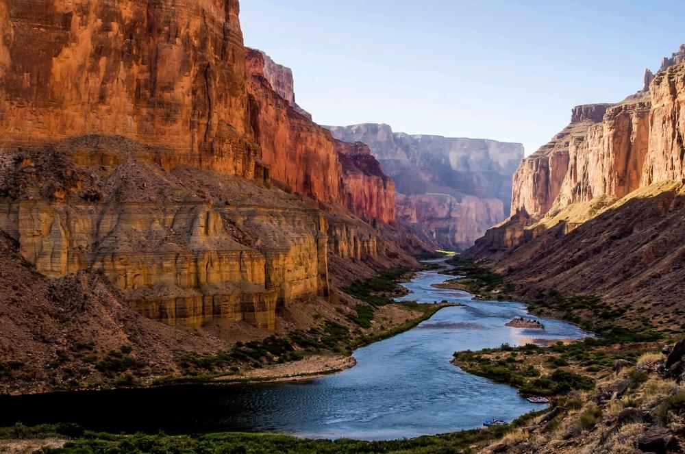 Vista do rio Colorado de um barco