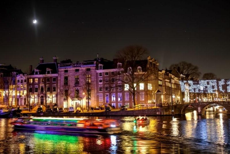Crucero nocturno por el canal de Amsterdam de 1,5 horas