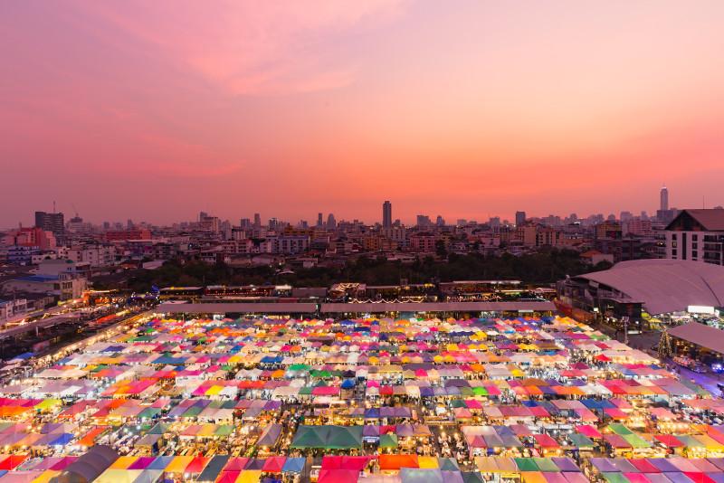 Bangkok Small Group Instagram Tour Wat Arun, Rot Fai Market, and More – Full Day