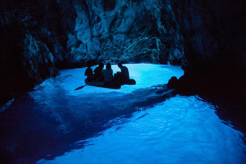 Tagesausflüge zur Blauen Höhle ab Split