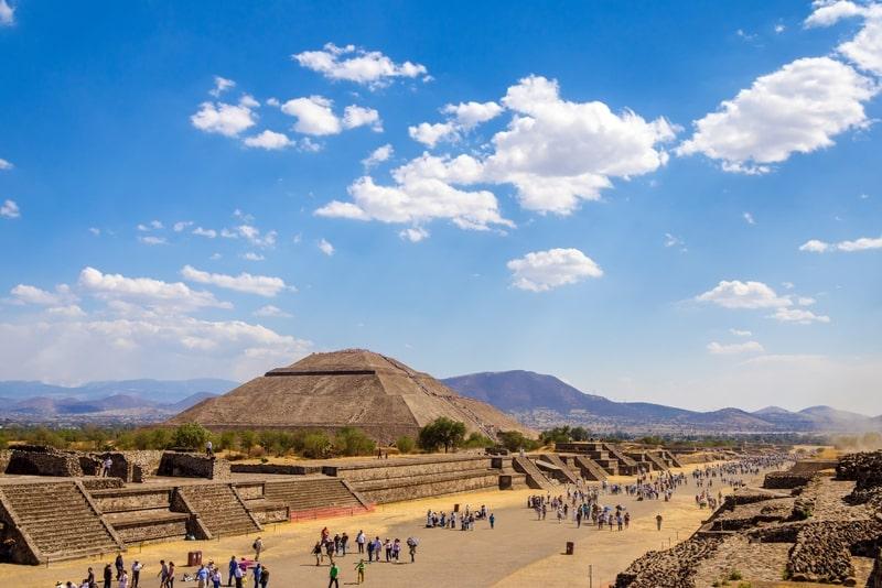 Erleben Sie Mexico City Teotihuacan Day-Trip & Dinner mit den Einheimischen
