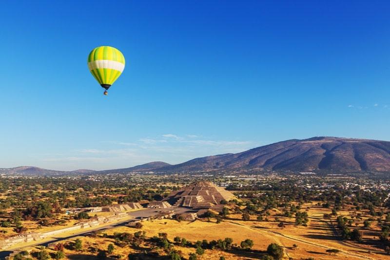 Heißluftballonflug über die Pyramiden von Teotihuacan