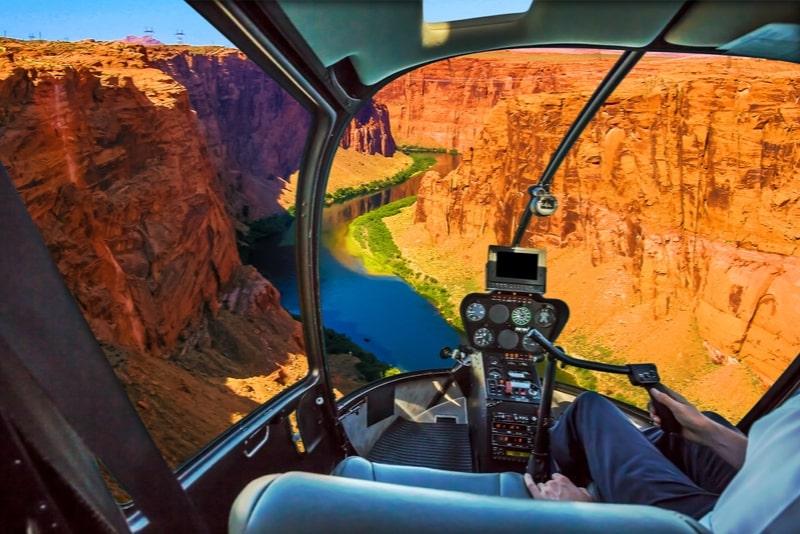 Grand Canyon West Rim Deluxe Hubschraubertour bei Sonnenuntergang